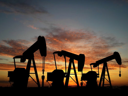 Oil Hovers Below $107 In Asia Amid Iran Tension