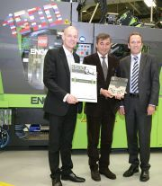 ENGEL hands 1500th machine over to the LEGO Group