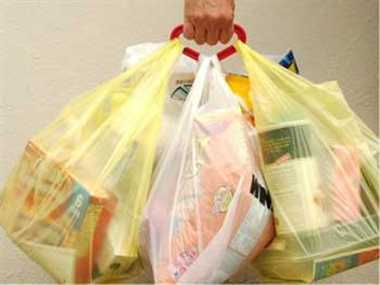 Delhi High Court issues notices against ban on plastic bags