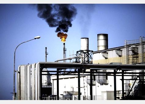 Oil eases ahead of US job figures