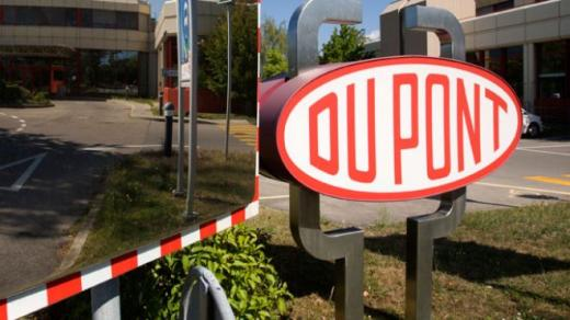 DuPont Sees Boost to Polymers From Automakers Seeking Resins