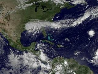 Oil companies recover from Isaac, one refinery flooded