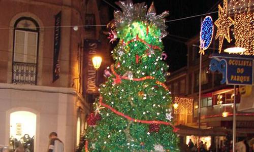 Mumbai: Christmas Tree Made Of Recycled Plastic Bottles